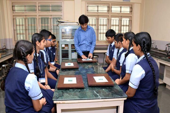 Smt H M Nanavati English High School-Physics Lab
