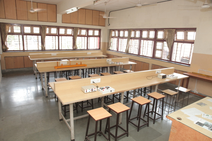 Indian Education Societys Manik Vidyamandir-Physics Lab