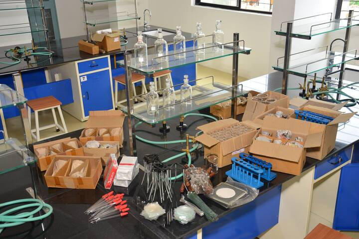 Caelum High School-Chemistry Lab