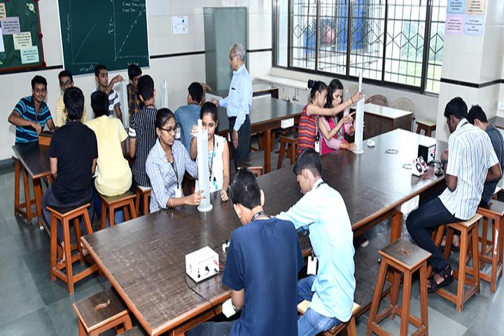 Swami Vivekanand International School And Junior College-Physics Lab