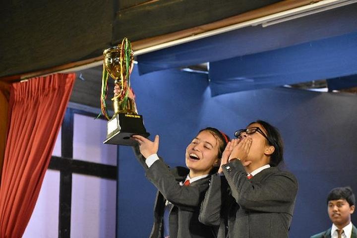 St Edmunds School-Prizes