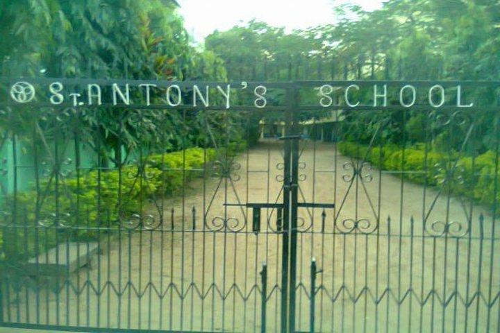 St Antonys School-School Gate