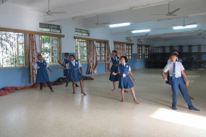 Loyola School-Dance