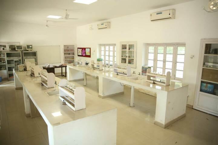 S D Model School-Chemistry Lab
