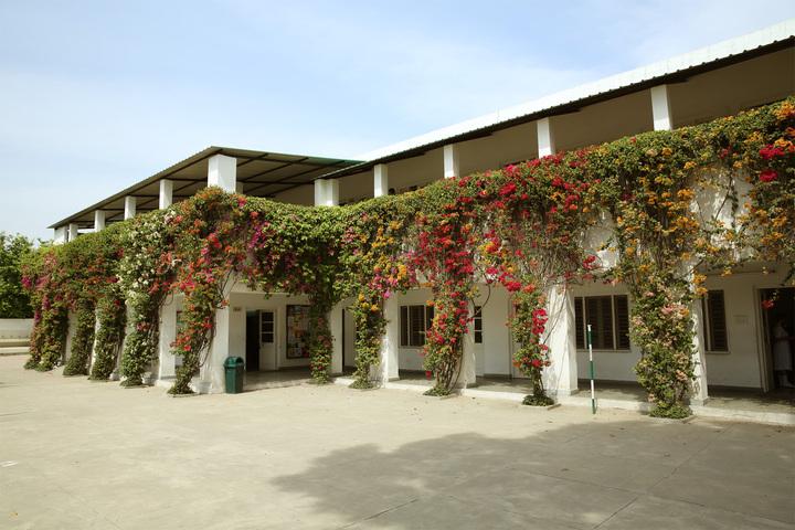 S D Model School-School Building