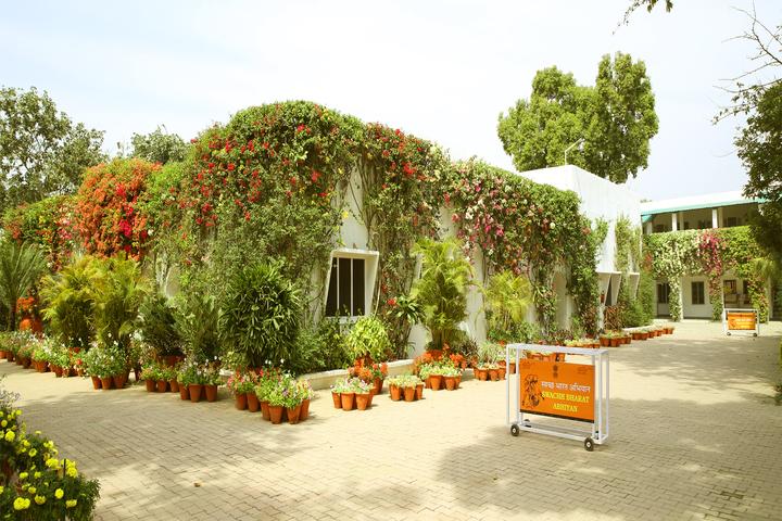 S D Model School-School Garden