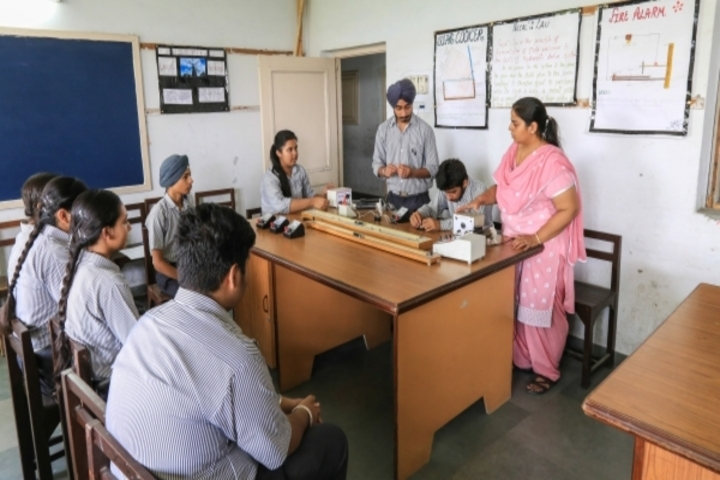 Kaintal School-Physics Lab