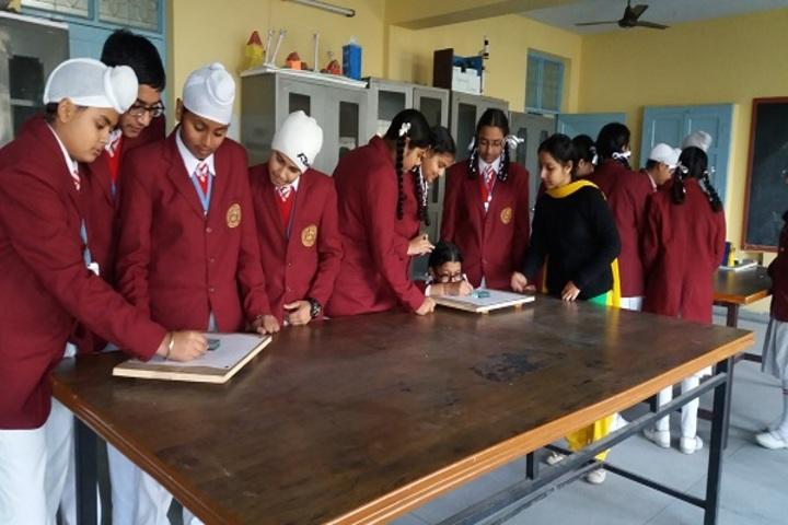 Christ The King Convent School-Physics Lab