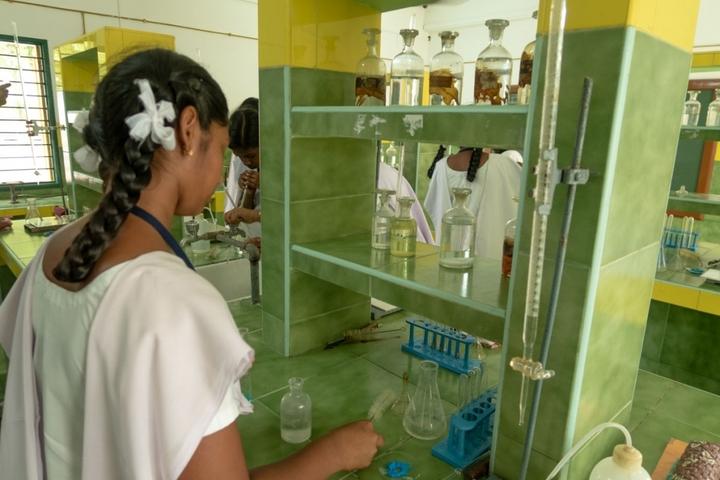 Brindavan Public School-Chemistry Lab