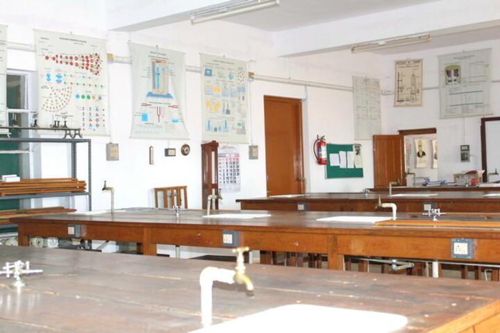 The Laidlaw Memorial School Junior College-Physics Lab