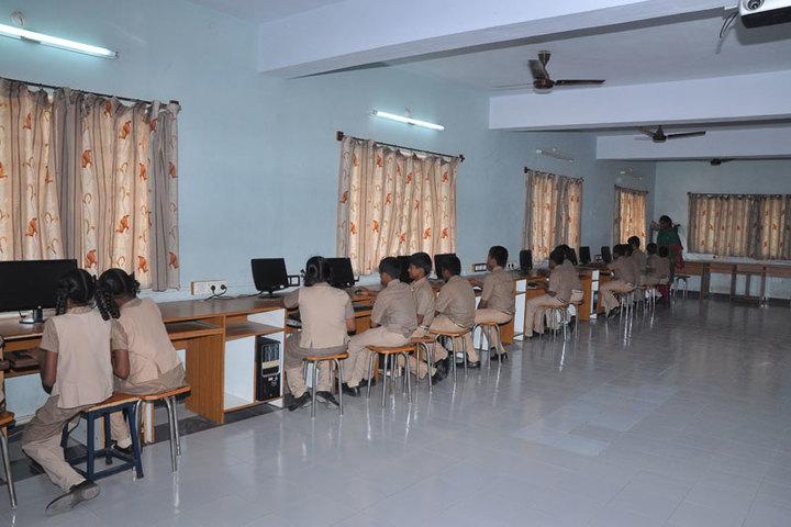 Idhayam Rajendran Residential School-Computer Lab