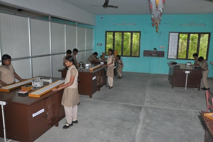 Idhayam Rajendran Residential School-Physics Lab