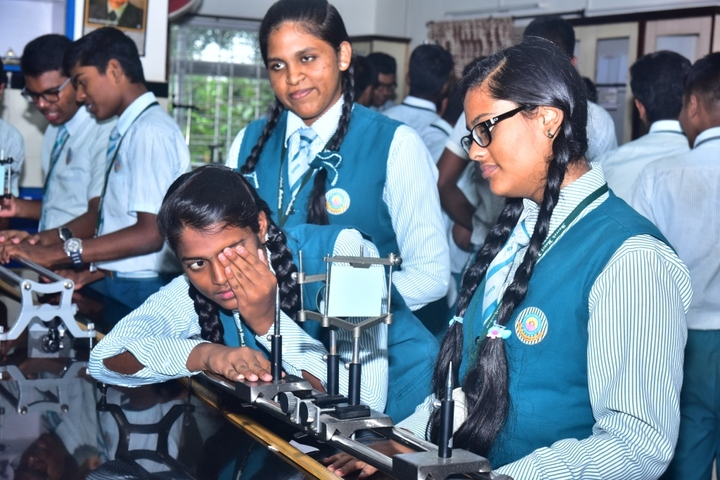 Sacred Heart International School-Physics Lab