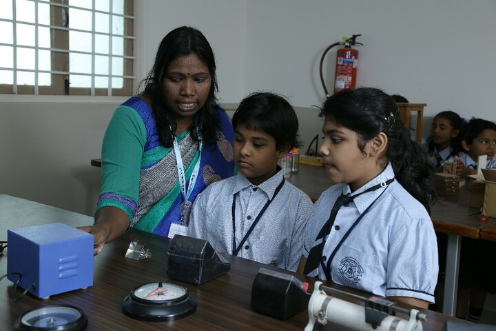 Carmel International School-Physics Lab