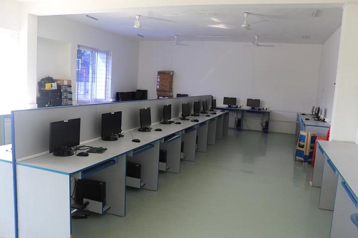 Dr C L Metha Sishya O M R School-IT-Lab