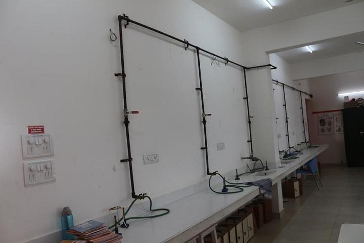 Dr C L Metha Sishya O M R School-Laboratory