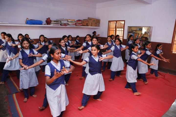 St Theresa High School-Dance
