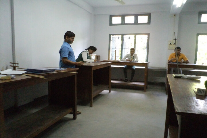 Holy Cross Convent School-Physics Lab