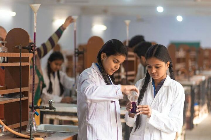 United Public School-Chemistry Lab