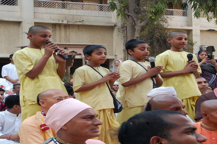 Bhaktivedanta Gurukula And International School-Singing