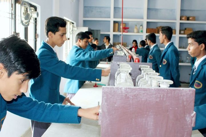 Lucknow Model Public Inter College-Chemistry Lab