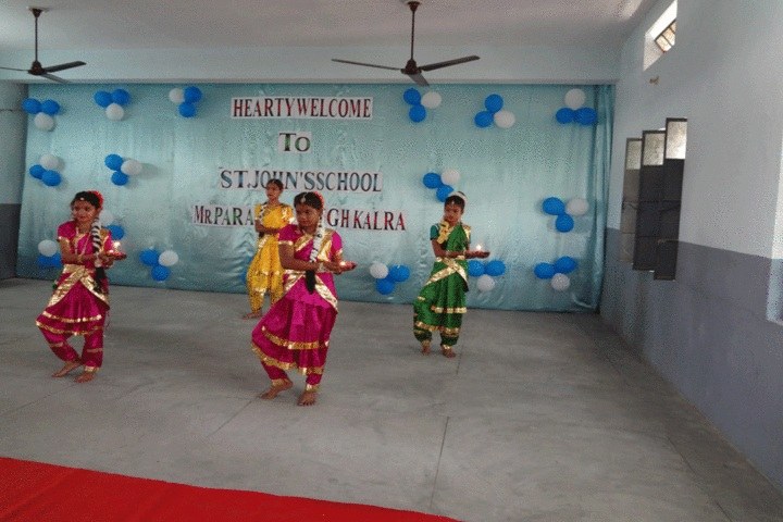 St Johns School - Traditional Dance
