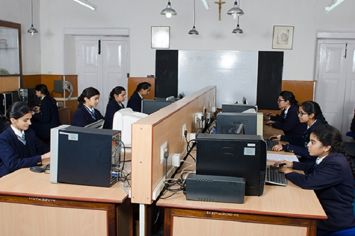 St Marys Convent College-IT-Lab with students