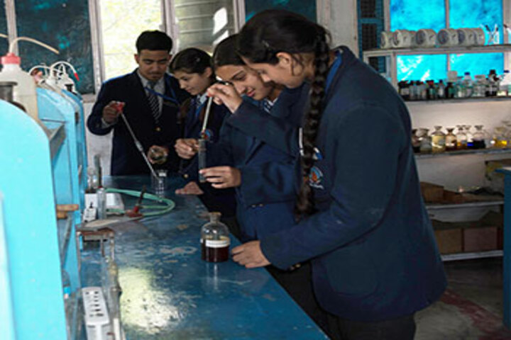 New Doon Blossoms School-Chemistry Lab