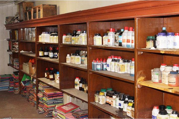 Loreto Convent School-Chemistry Lab