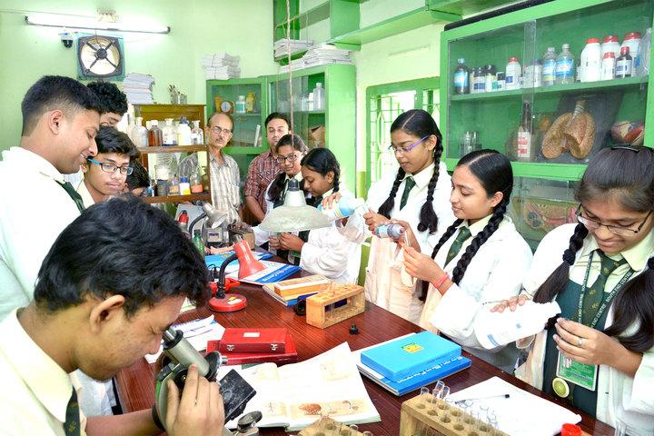 South End Centre School English Medium School-Lab