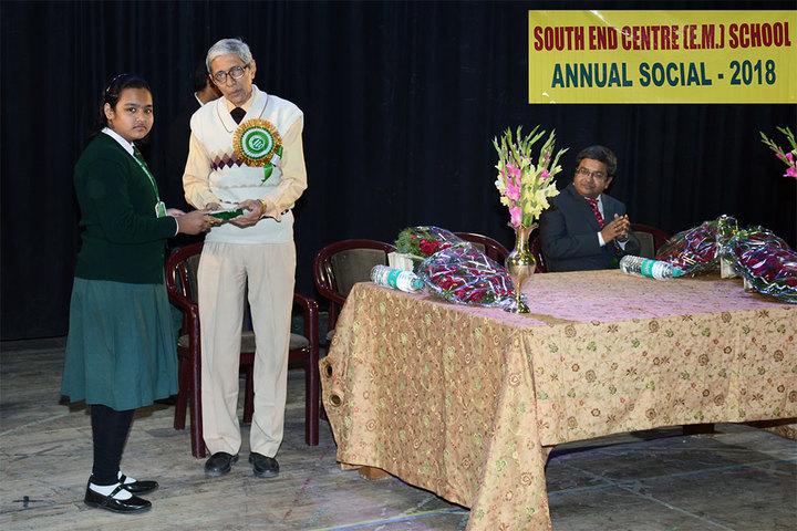 South End Centre School English Medium School-Prize