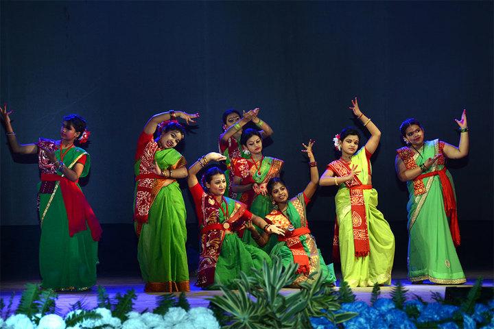 South End Centre School English Medium School-Traditional Dance