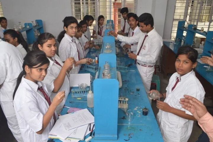 Calcutta Public School-Chemistry Lab