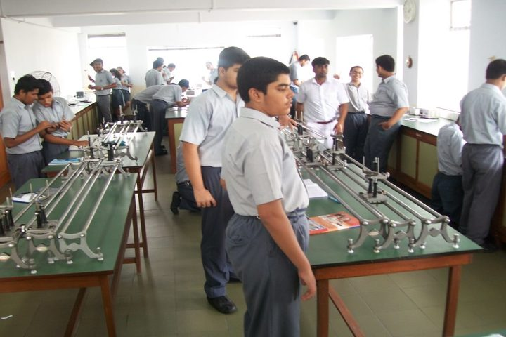 Garden High School-Physics Lab