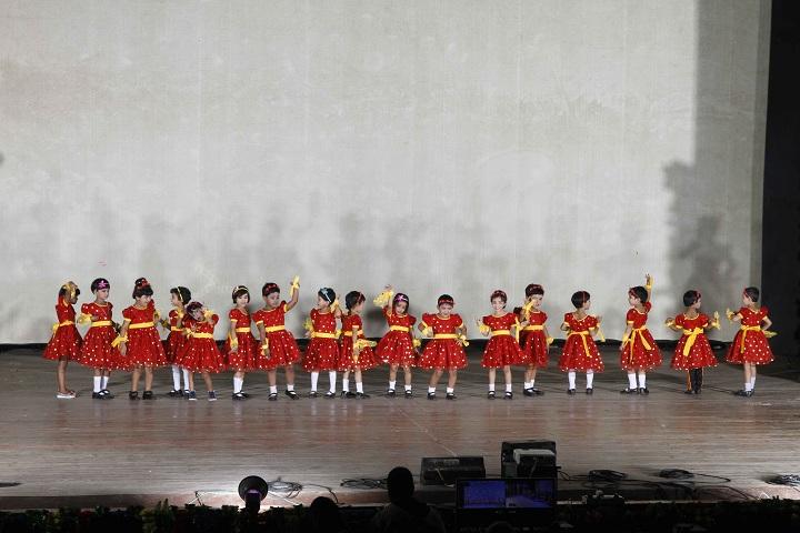 Burdwan Holy Child School-Lkg students dances