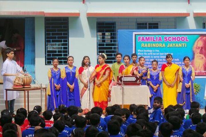 Familia School-Singing