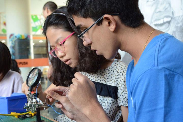 American School of Bombay-Physics Lab