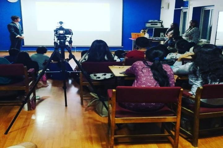 Mahatma Gandhi International School-Smart class room