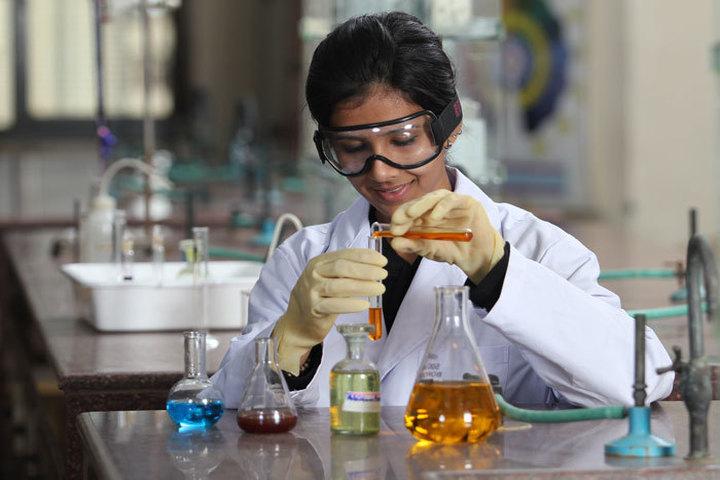 Amity Global School-Chemistry Lab
