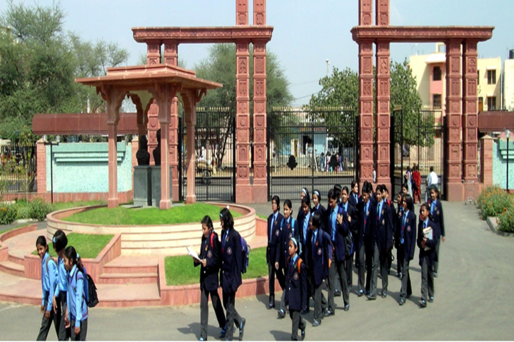Mody School-Entrance
