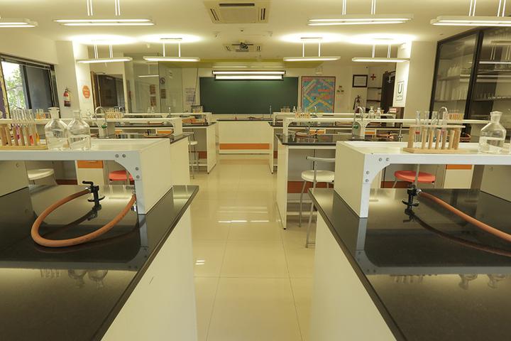 Hill Spring International School-Chemistry Lab