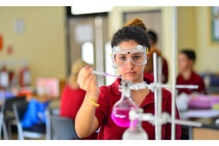 Stonehill International School-Chemistry Lab