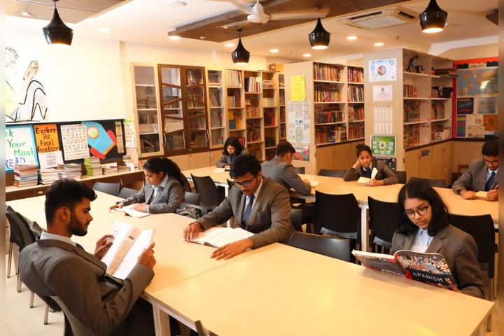 The Universal School, Ghatkopar - Library