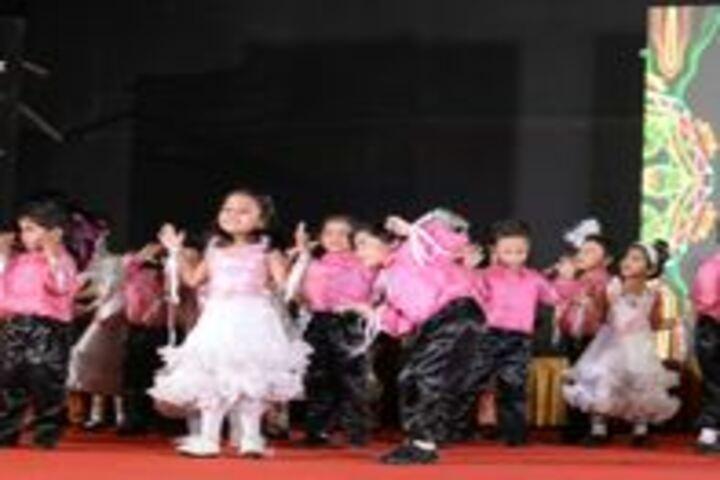 Matushri Kashiben Vrajlal Valia International Vidyalaya-Dance