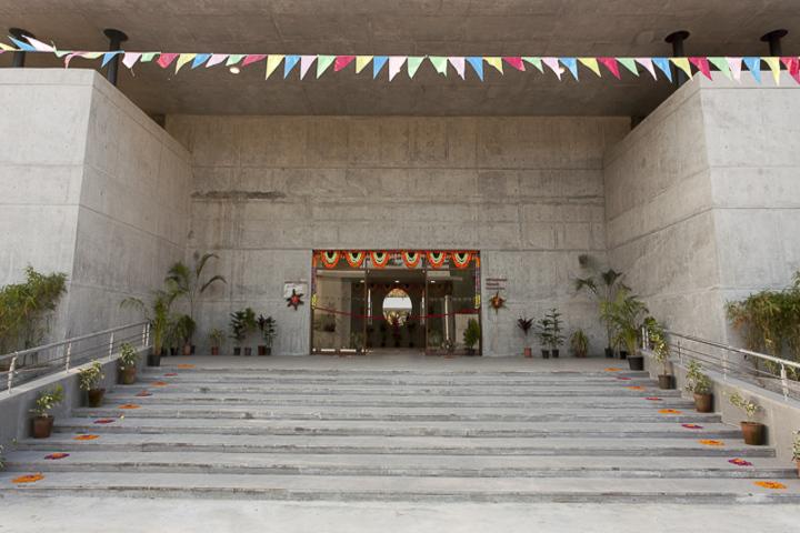 BAPS Swaminarayan Vidyamandir-School Entrance