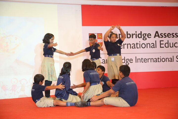 Solitaire Global Schools-Dance Formation