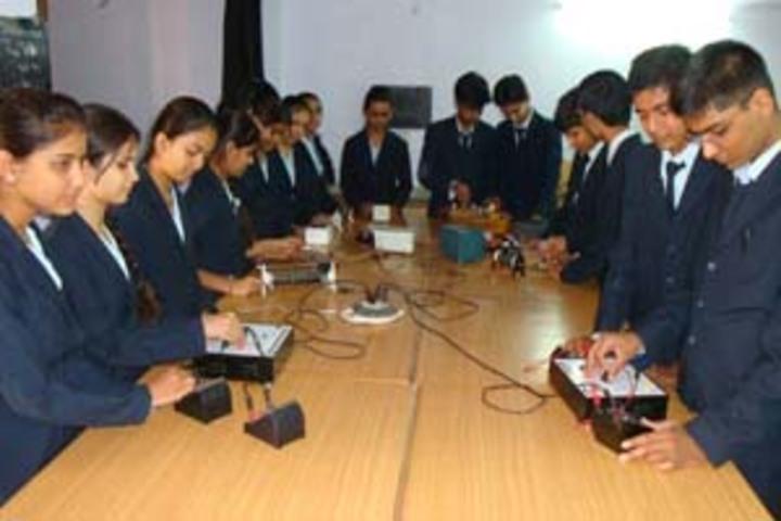 Infocity Junior Science College-Physics Lab
