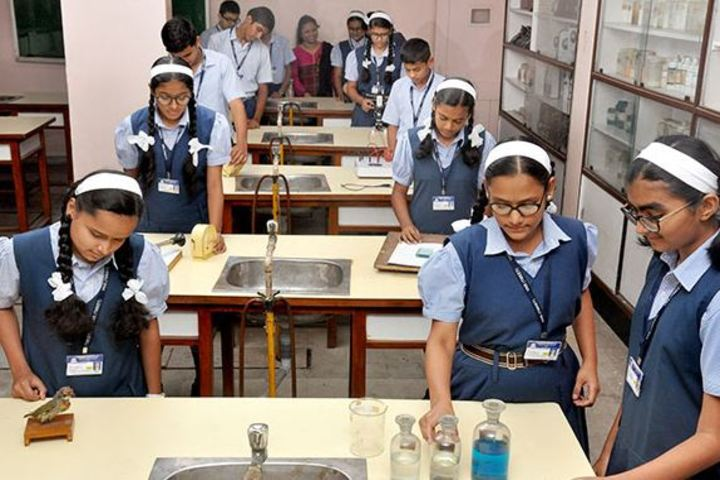 Vidya Niketan English Medium School-Chemistry Lab