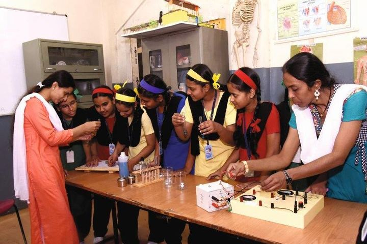 Beena English Medium School-Laboratory