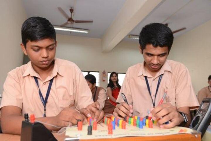 Saraswati Vidyalaya Union-Electronics Lab